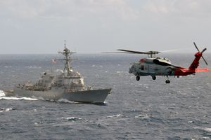 Tàu chiến Trung Quốc gây nguy hiểm cho tàu chiến Mỹ tại Biển Đông