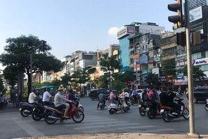 Dàn cảnh đâm xe máy giữa phố, một phụ nữ mất túi đồ trong tích tắc