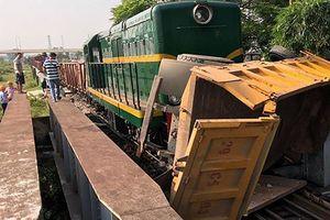Tin mới vụ tàu hỏa đâm ô tô khiến 5 người trọng thương ở Hà Nội