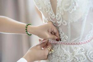 MC Minh Hà diện váy cưới 'nàng tiên cá', khoe vòng eo 54 cm