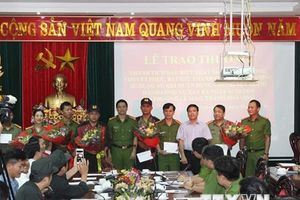Khen thưởng vụ bắt giữ hai đối tượng sử dụng vũ khí nóng tại Nghệ An