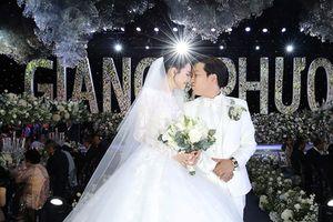 Trường Giang và Nhã Phương chia sẻ khoảnh khắc ngọt ngào sau đám cưới