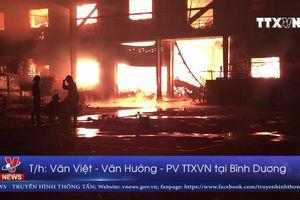 Biển lửa bao trùm công ty gỗ sau tiếng nổ lớn