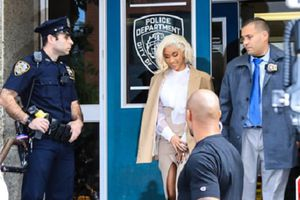 Cardi B bị cảnh sát triệu tập vì đánh nhau ở câu lạc bộ thoát y