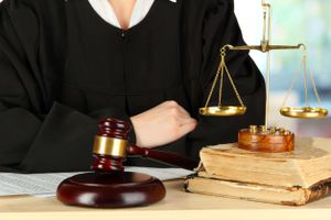Bị buộc thôi việc chưa hết 3 năm, chưa được hành nghề luật sư