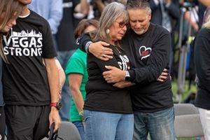 Nước Mỹ tưởng niệm 1 năm vụ xả súng tồi tệ nhất trong lịch sử