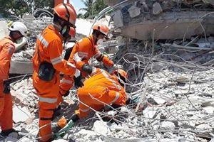 Tìm thấy thi thể 34 học sinh bị chôn vùi trong thảm họa kép tại Indonesia