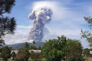Núi lửa Soputan phun trào ở Indonesia sau thảm họa sóng thần