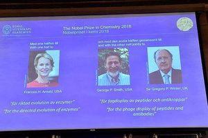 3 nhà khoa học cùng nhận giải Nobel Hóa học 2018