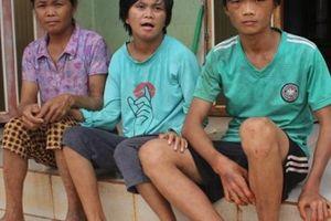 Chồng đuối sức nuôi vợ chạy thận và 2 người con tật nguyền