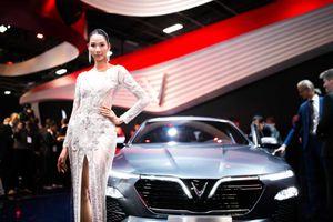 Á hậu Hoàng Thùy diện váy lộng lẫy tại sự kiện ra mắt xe của Vinfast