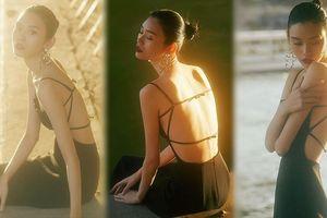 Siêu mẫu Victoria's Secret gốc Hoa lưng trần quyến rũ ở Paris