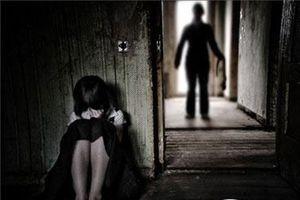 Khởi tố, bắt khẩn cấp 'ông nội' xâm hại bé gái 9 tuổi