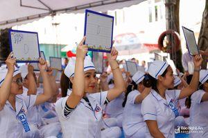 Hơn 100 điều dưỡng viên, kỹ thuật viên tham gia hội thi 'Rung chuông vàng'