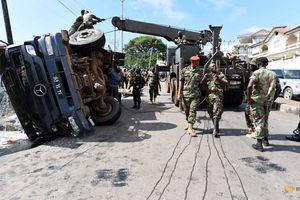 Lật xe quân sự trên đường phục vụ tang lễ 1 tử sĩ, hơn 80 người thương vong