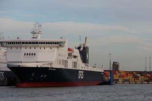 Nổ lớn xảy ra, phà chở 355 người bốc cháy trên biển Baltic