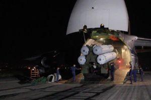 Cận cảnh hệ thống tên lửa S-300 cập bến Syria