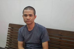 Hành động kỳ lạ trước khi đầu hàng của kẻ ôm lựu đạn cố thủ ở Nghệ An