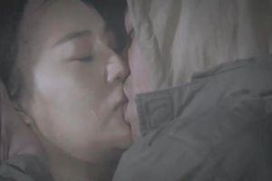 Fan tranh cãi gay gắt về nụ hôn vồ vập của Cảnh và 'Quỳnh búp bê'