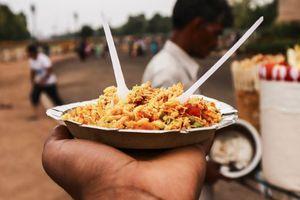Nhà hoạt động chuyển giới Ấn Độ bán đồ ăn nhanh để gây quỹ cho trẻ em bị nhiễm HIV