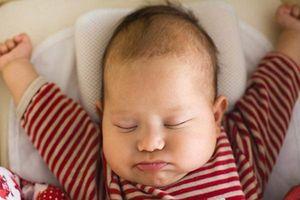 5 lý do thuyết phục cha mẹ không nên cho trẻ sơ sinh nằm gối