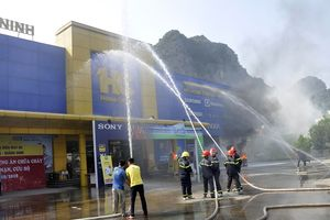 Diễn tập phòng cháy tại siêu thị ở Quảng Ninh