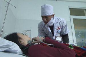 'Quỳnh búp bê' tập 14: Cảnh dí dao vào cổ ông Cấn, đưa mẹ con Quỳnh chạy trốn