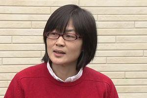 Nữ nghị sĩ Nhật bị đuổi ra ngoài vì ngậm thuốc ho lúc phát biểu