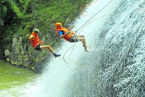 Phập phồng bảo hiểm du lịch mạo hiểm