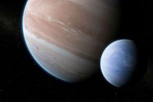Phát hiện ngoại mặt trăng lớn kỷ lục nằm ngoài Thái Dương Hệ