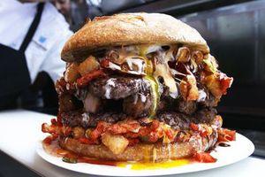 Nhà hàng phục vụ bánh burger khổng lồ nặng 5,9 kg