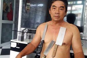 'Dị nhân' ở Tiền Giang, có khả năng hút vật dụng bằng inox