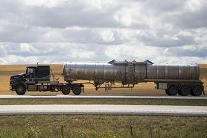 Giá dầu nhảy vọt gần 2% bất chấp lượng dầu dự trữ của Mỹ tăng mạnh