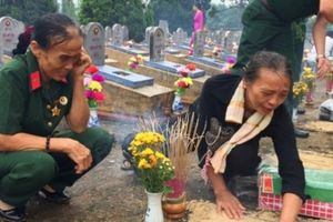 Nước mắt tiễn đưa liệt sĩ về quê mẹ