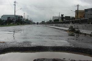Cận cảnh quốc lộ 1A ở Bình Định 'nát như tương' sau vài trận mưa