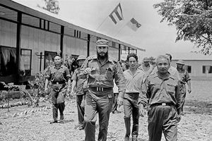 Những hình ảnh xúc động của Fidel Castro tại Quảng Trị vừa giải phóng