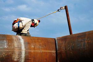Tăng mạnh, giá dầu vượt xa 85USD/thùng