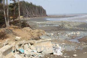 Sạt lở bờ sông đe dọa xã đảo Long Hòa, tỉnh Trà Vinh