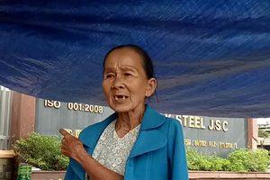 Người Đà Nẵng lại đội mưa nắng bao vây 2 nhà máy thép gây ô nhiễm