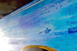 Đà Nẵng tháo dỡ 2 bức tranh lập kỷ lục vì bị viết, vẽ bậy