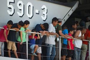 Indonesia: Tàu chiến đưa 1.600 người rời khỏi khu vực bị động đất