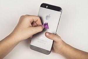 Thiết bị bảo vệ cơ thể khỏi sóng điện từ có kích thước chỉ bằng SIM điện thoại