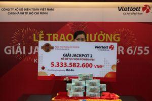 Nữ khách hàng ở TP.HCM trúng Vietlott hơn 5,3 tỷ đồng