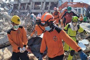 Indonesia dốc mọi nguồn lực cứu trợ nạn nhân thảm họa kép