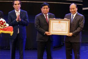 Đóng góp cho sự nghiệp thu hút FDI, Bộ Kế hoạch và Đầu tư đón nhận Huân chương lao động hạng Nhất