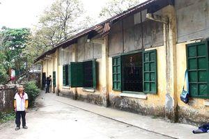 Có trường nhưng hơn 1.000 học sinh Huế vẫn phải đi thuê, mượn phòng học