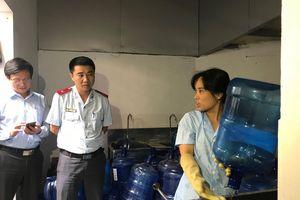 Không dễ quản lý nước uống đóng bình