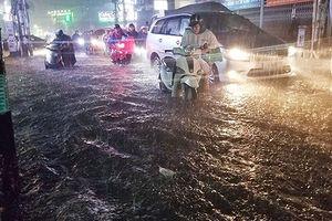 Ngập nước ở TP HCM: Cẩn trọng phòng bệnh do ô nhiễm