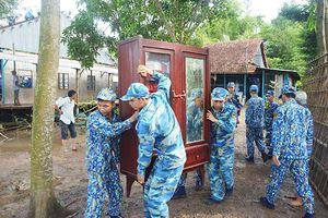 Lữ đoàn 962 giúp dân khắc phục sự cố sạt lở