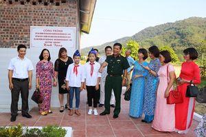 Bàn giao công trình nhà vệ sinh tặng Trường THCS Trường Sơn